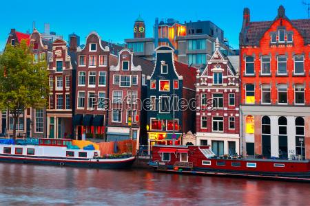 nacht stadtansicht des amsterdamer kanals