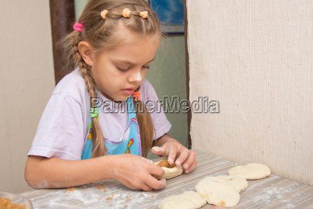 six year old girl concentrating sculpts