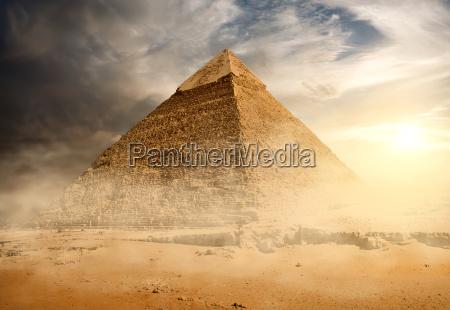 pyramide aus sandstaub