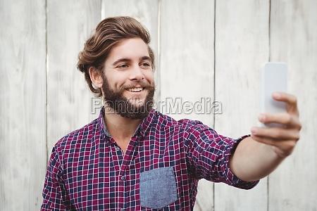 glueckliche hipster nehmen selfie
