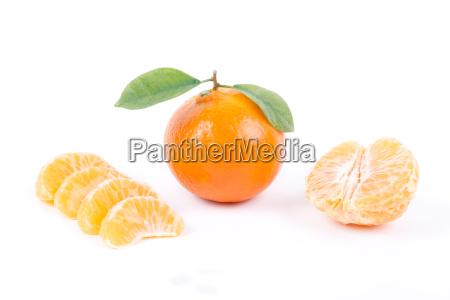 mandarinen mit blaettern und scheiben