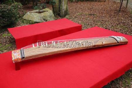 traditionelles japanisches musikinstrument koto