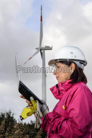 frau ingenieur ueberpruefung windkraftanlagen