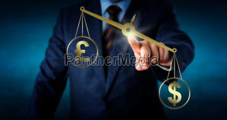 dollar ist outbalancing das britische pfund