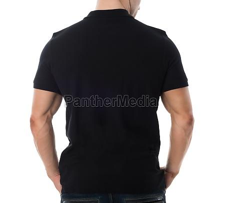 rueckansicht des mannes in schwarz t