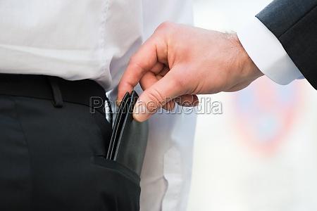 hand pickpocketing wallet des geschaefts