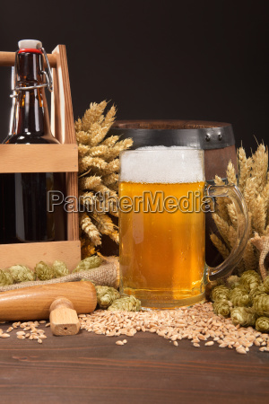 beer carrier with beer glass