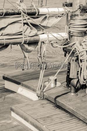 bloecke und rigging eines alten segelbootes
