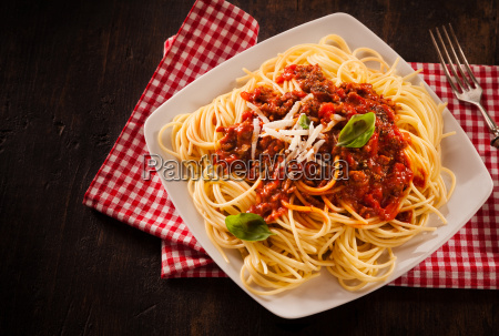 traditional italian pasta with bolognaise sauce
