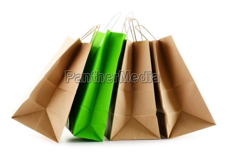 papier einkaufstueten isoliert auf weissem hintergrund