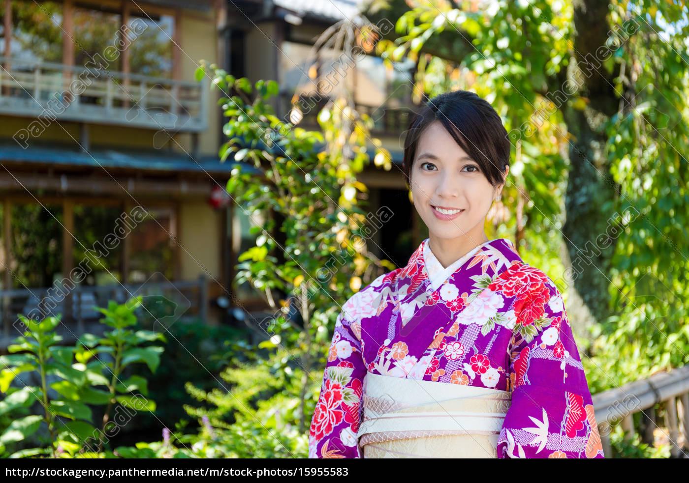 lizenzfreies bild 15955583 - asiatische frau traditionelle
