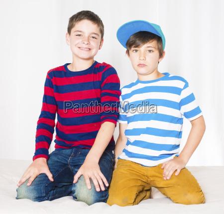 risilla sonrisas amistad adolescente masculino retrato