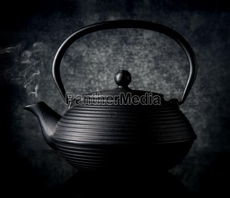 schwarze chinesische teekanne