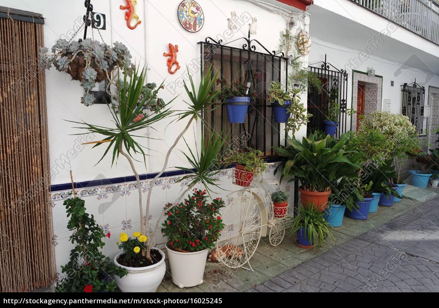 Mit Blumen Dekoriertes Haus In Andalusien Lizenzfreies Bild