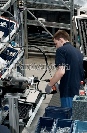 motorenproduktion im mercedes benz werk marienfelde