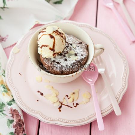 tassenkuchen mit eiscreme