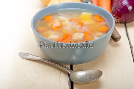 traditional italian minestrone soup