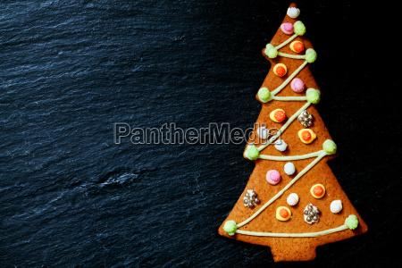 lebkuchen christbaum auf schwarz mit platz