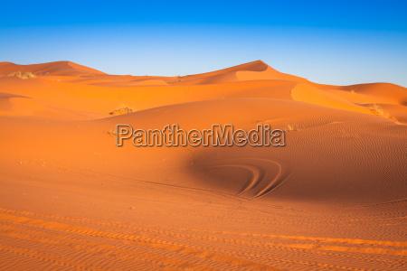 sandduenen in der sahara wueste merzouga