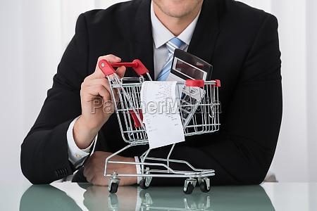 close up von man holding shopping