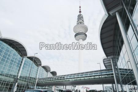 moderne architektur kongresszentrum und fernsehturm hamburg