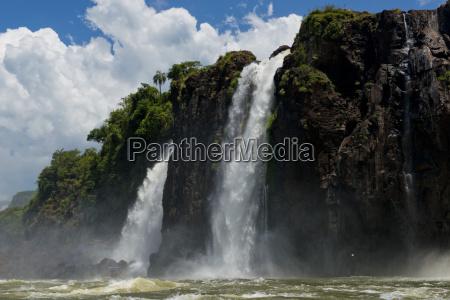 iguazu falls vom fluss parana gesehen