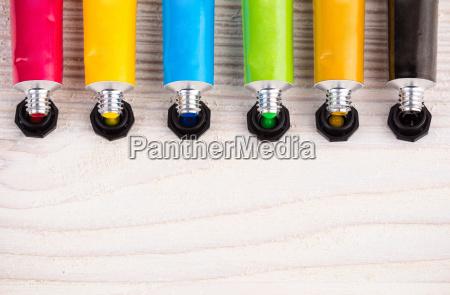 farbwasser basierte farben auf holzflaeche
