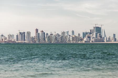 skyline von manama city bahrain