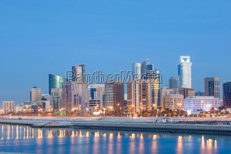 manama skyline bei nacht bahrain