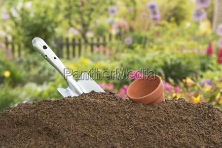 erde humus humuserde bioduenger kompost duenger