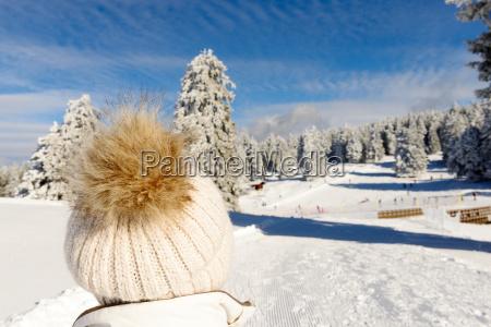 winter berglandschaft mit skiliften