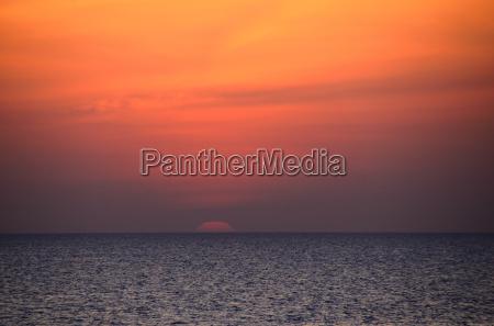 sonnnenaufgang am horizont am meer