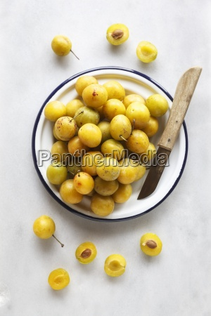 bowl of mirabelles and a kitchen