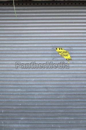 spanien katalonien closed shop grau rollladen