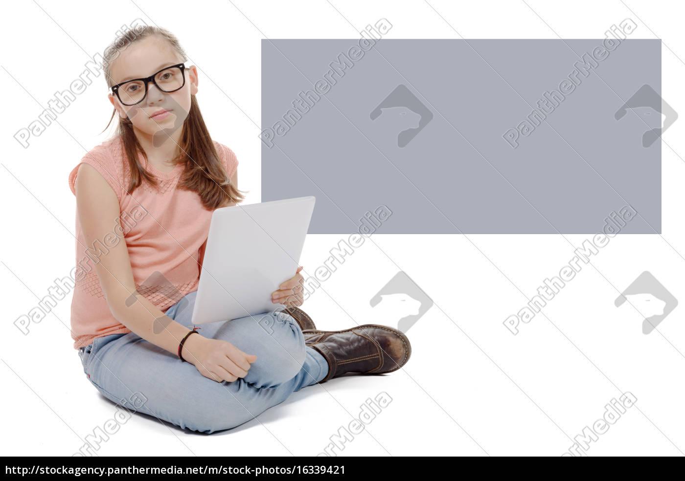 schöne, jugendliches, mädchen, mit, einem, tablet-computer. - 16339421