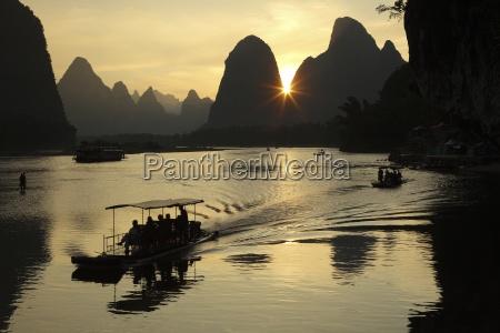 china guangxi boats to transport tourists