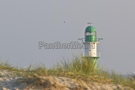 deutschland mecklenburg vorpommern warnemuende gruen leuchtturm