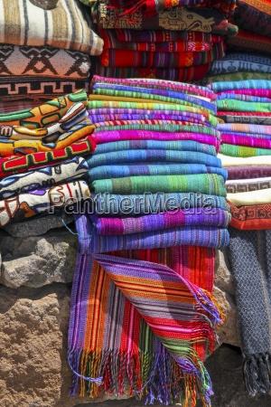 farbenfrohes peruanische kunsthandwerk und souvenirs
