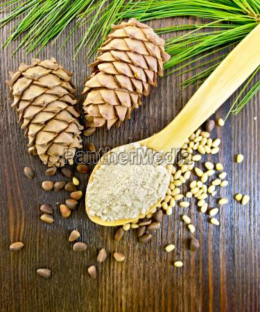 flour cedar in spoon on board