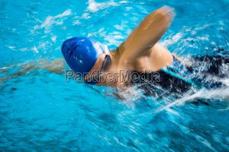 frau sport aktiv taetig rege aktive