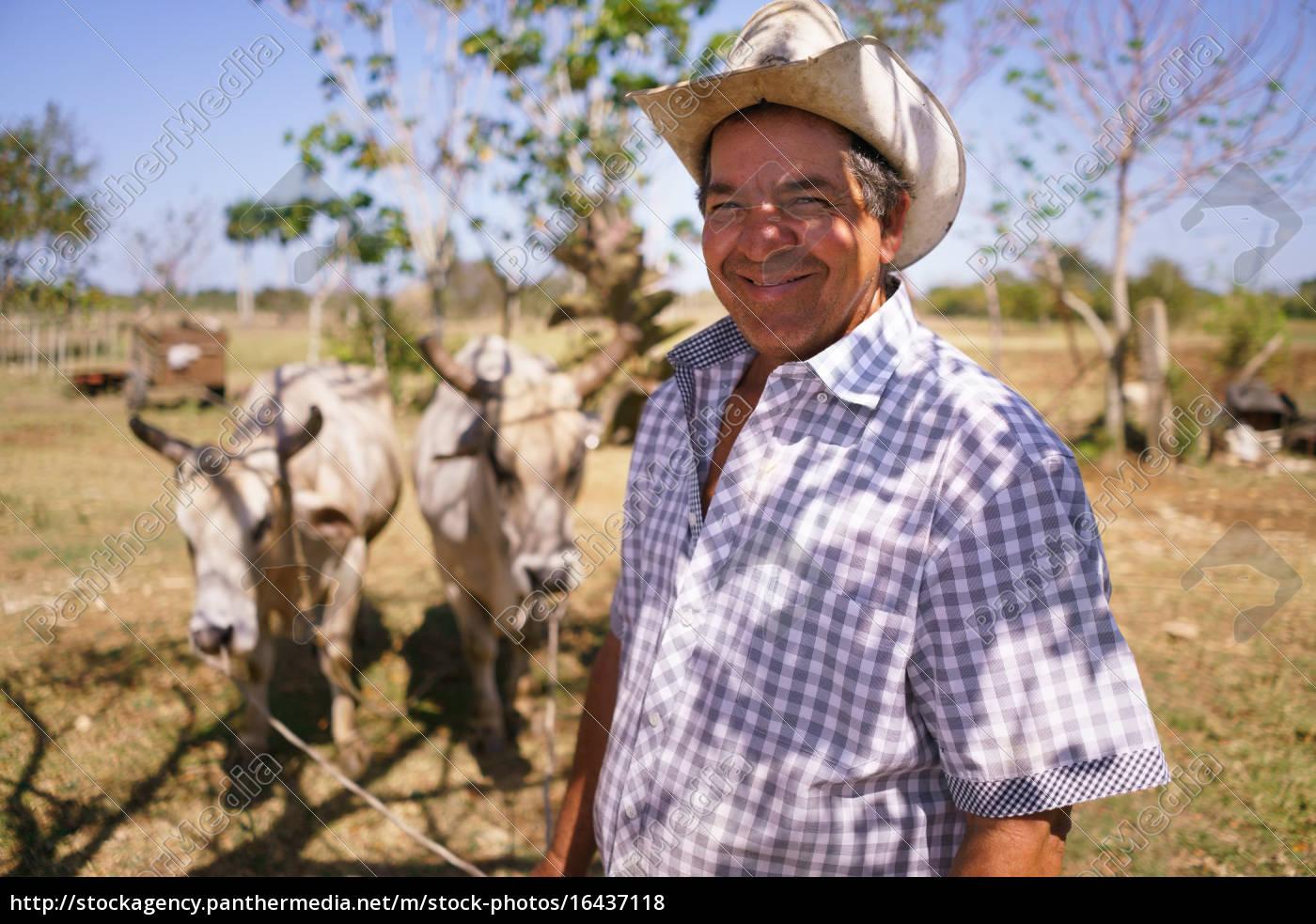 portrait, happy, man, landwirt, bei, der - 16437118