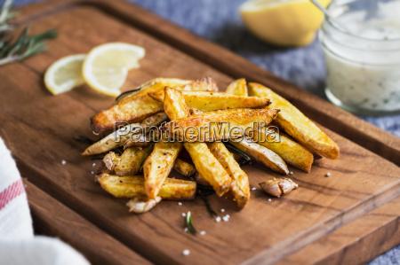potato wedges mit rosmarin und meersalz