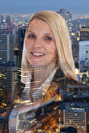 geschaeftsfrau business frau portrait lachen erfolg