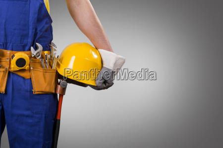 bygningsarbejder bedrift hjelm pa gra baggrund