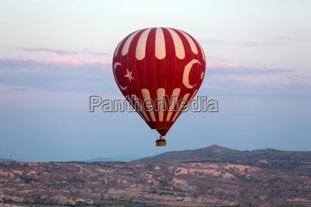 hot air baloon ueber kappadokien bei