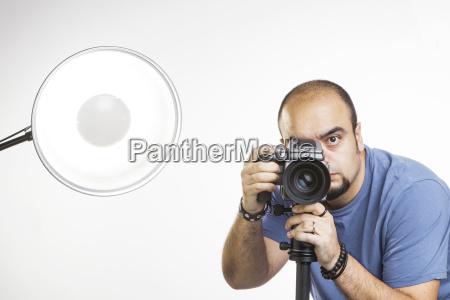 professioneller fotograf mit fotoausruestung