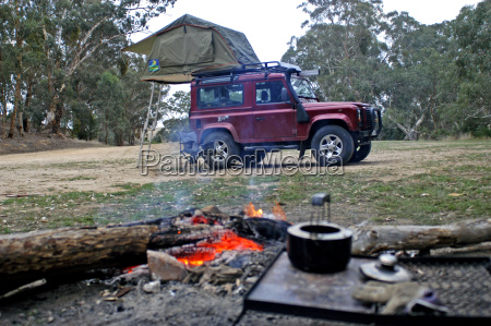 wildnis camping im australischen wald