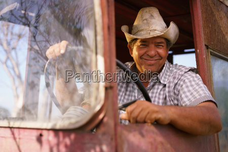 portrait happy man farmer traktor antreibt