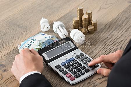 bank kreditinstitut geldinstitut schreibtisch rechner muenze