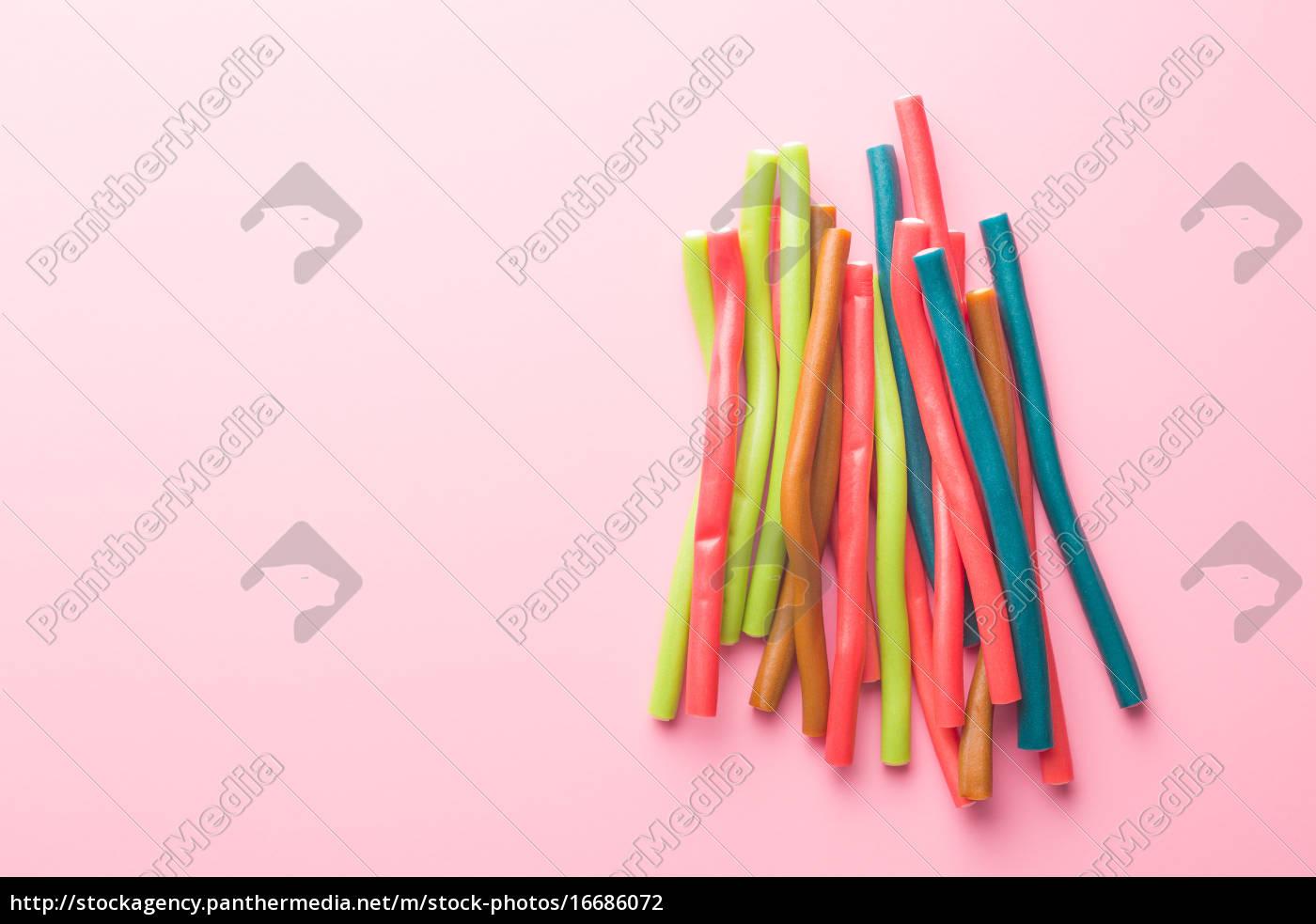 süße gummibärchen-sticks mit unterschiedlichen - Lizenzfreies Foto ...